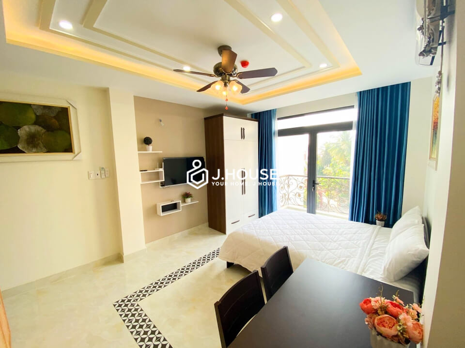 Nice studio fully furnished with balcony in Phu Nhuan District