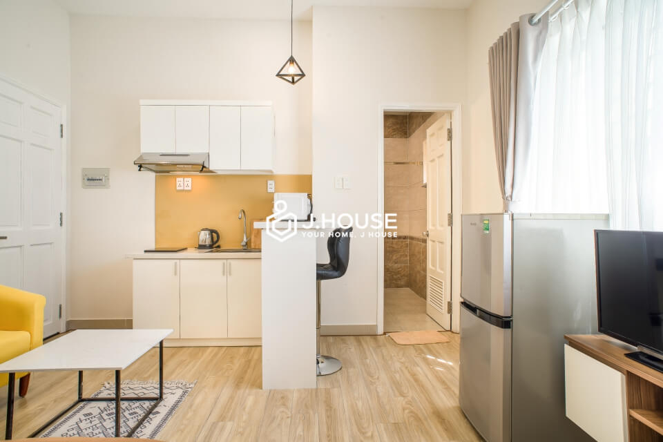 Studio with big window and nice kitchen in District 1