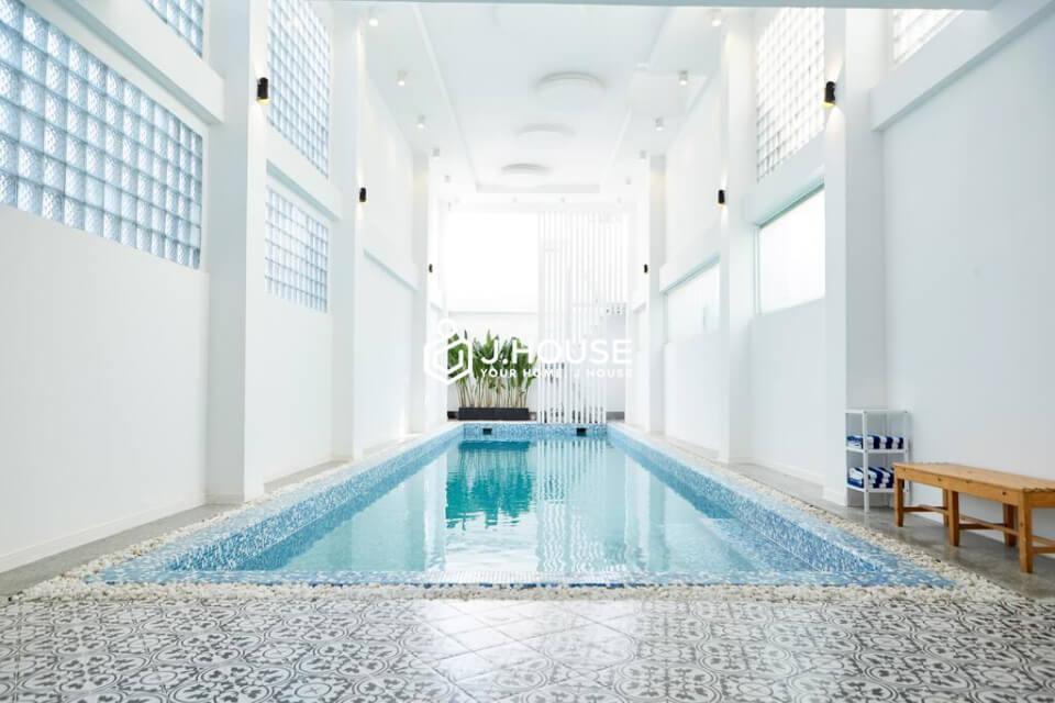 Modern Apartment near airport, free GYM, Pool, sauna