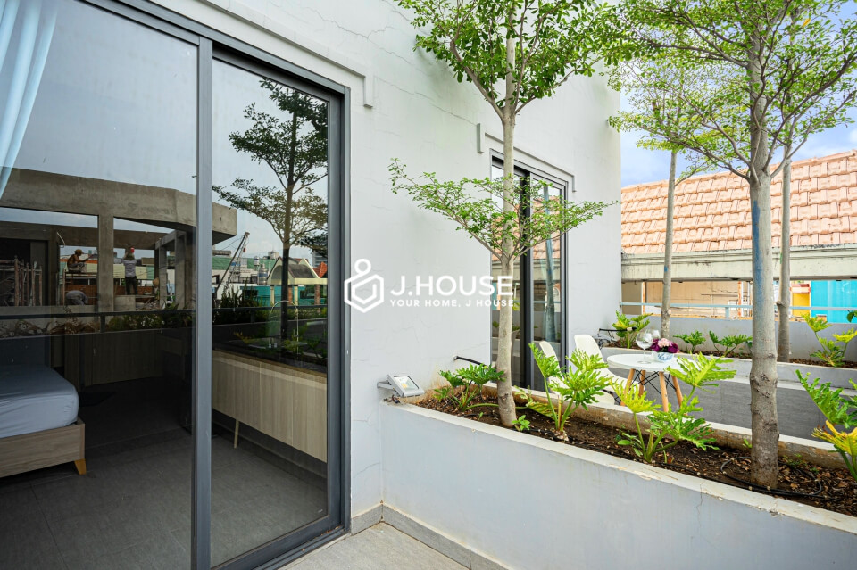New studio apartment with balcony in Phu Nhuan district