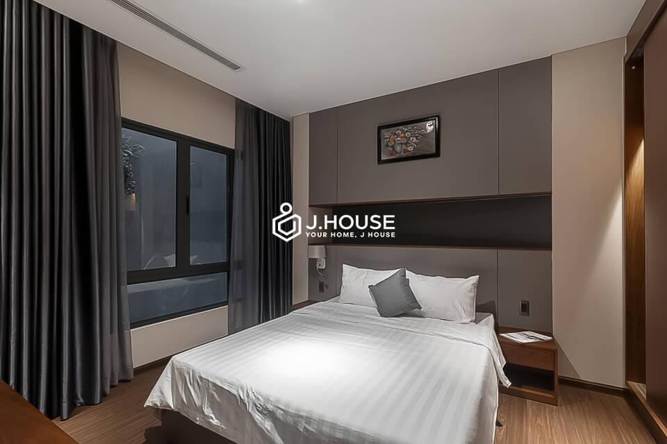 Modern And Elegant 2 Bedroom Apartment In Nguyen Van Troi Street J House